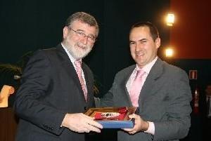Canvax receives the Santo Tomás de Aquino Award
